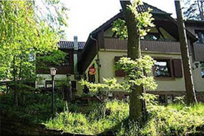 Edenkobener Hütte am Hüttenbrunnen